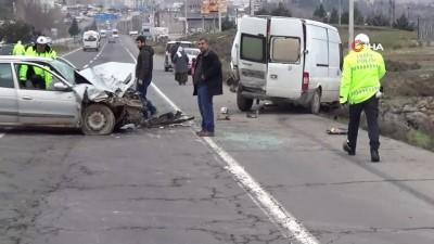 ticari arac -  Diyarbakır'da zincirleme trafik kazası: 2 ağır yaralı