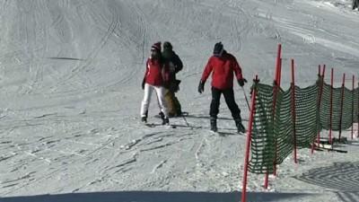 Kartalkaya'da pistlerde kar kalınlığı 2 metre 30 santimetreye ulaştı - BOLU