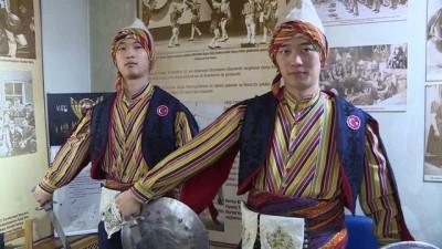 Kılıçkalkan öğrenen Güney Koreli gençlere sertifika - BURSA