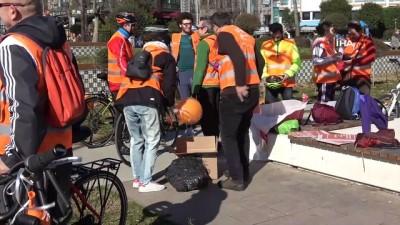 Kansere karşı farkındalık oluşturmak için turuncu yelekleriyle bisiklete bindiler