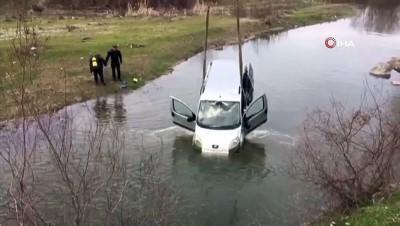 baglama -  AFAD bu kez araç kurtarmak için daldı