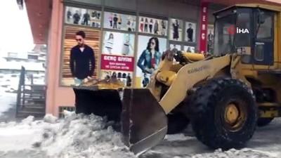 Ahlat'ta 10 günde 600 kamyon kar şehir dışına taşındı