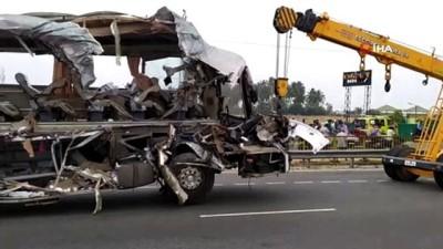 gesi -  - Hindistan'da tır yolcu otobüsüne çarptı: 20 ölü