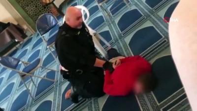 terorle mucadele -  - İngiltere'de camide bıçaklı saldırı