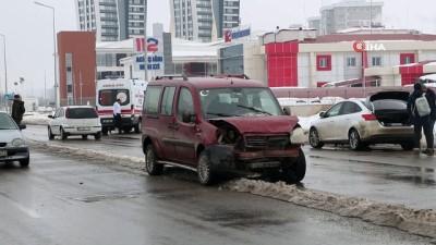ticari arac -  Sivas'ta zincirleme trafik kazası: 2 yaralı