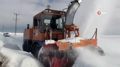 Ahlat'ta kar nedeniyle kapanan 140 kilometrelik köy yolu ağı ulaşıma açıldı