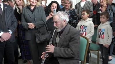 Askeri bandoda klarnetle çalan 84 yaşındaki Mustafa amcanın hayalı 64 yıl sonra oldu
