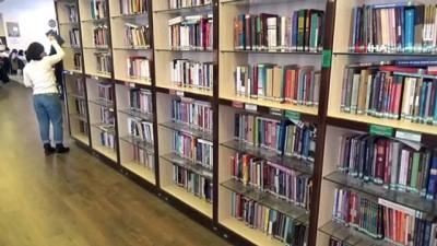 ogrenciler -  İl Halk Kütüphanesi Müdürlüğü'nün yaptığı afişlerle kitap bulmak kolaylaştı