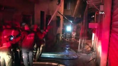 İzmir'de korkutan yangın İzle
