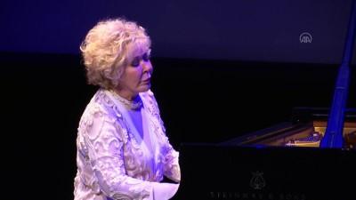 'Muhabbetli Konserler'in ilk konuğu İlber Ortaylı ve Gülsin Onay oldu - İSTANBUL