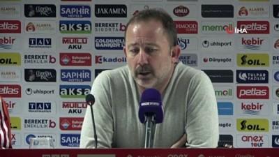 """Sergen Yalçın: """"Gol atamıyoruz ama pozisyona giriyoruz"""""""