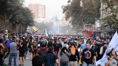 Şili'de göstericiler polisle çatıştı - SANTİAGO