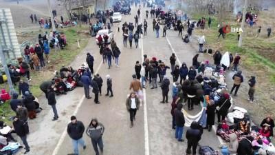 Yunanistan'dan sınıra dayanan mültecilere gazlı müdahale sürüyor