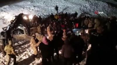 kalaba -  Çığın altında kalan minibüsteki 5 kişi sağ kurtarıldı