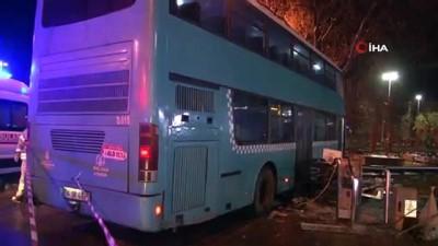 polis merkezi -  Halk otobüsü durağa daldı; 3'ü ağır 5 yaralı