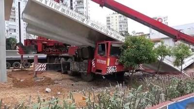 40 ton beton kirişi taşıyan vincin bomu kırıldı, şans eseri yaralanan olmadı