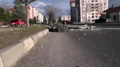 aydinlatma diregi -  Şiddetli rüzgar direk ve ağaçları devirdi