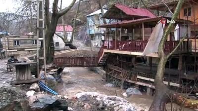 Yahyalı ilçesinde sel evleri sürükledi, köprüleri yıktı