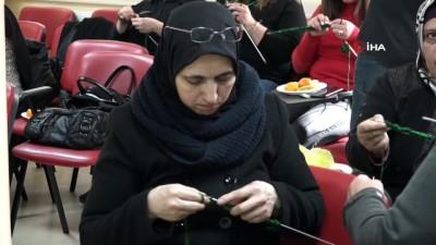 Sığınmacı kadınlar depremzedeler için kolları sıvadı