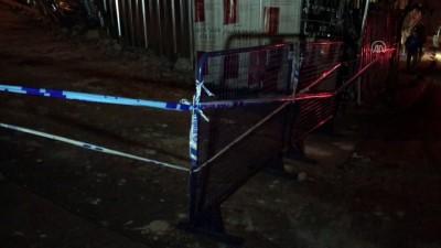 Beyoğlu'nda metruk binanın bir kısmı çöktü - İSTANBUL
