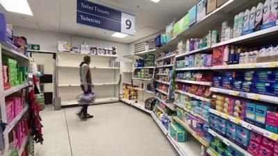 supermarket - İngilizler koronavirüs endişesiyle marketlere akın etti (1) - LONDRA