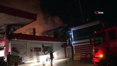 Akaryakıt istasyonundaki yangın kontrol altına alındı