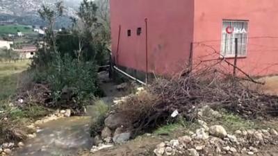 - Kozan'da yağışlar sele neden oldu vatandaş isyan etti