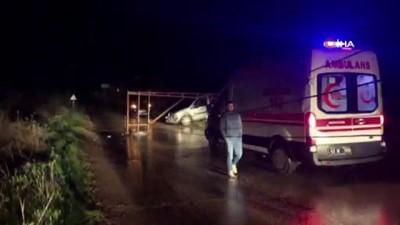 Fırtınanın devirdiği direk aracın üzerine düştü, sürücü yaralandı
