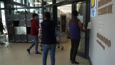 supermarket - Gönüllü sığınmacılar, diğer sığınmacıları koronavirüse ilişkin bilgilendiriyor - MİDİLLİ