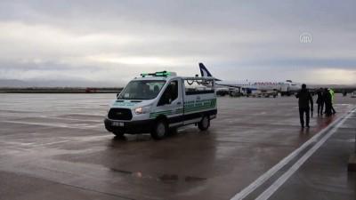 hain saldiri - Hastanede şehit olan gümrük personeli Turan'nın naaşı memleketine getirildi - ELAZIĞ