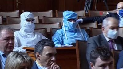 parlamento -  - Bulgar vekilden Meclis'te korona virüs protestosu