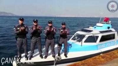 Deniz polisinden sağlık çalışanlarına alkış desteği - İZMİR