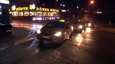 Korona virüs nedeniyle işlerinin azaldığını belirten taksiciler eylem yaptı