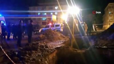 Su arızasını gidermeye çalışan 2 belediye işçisi göçük altında kaldı