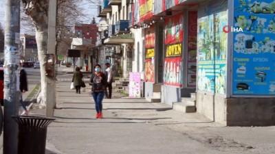 - Gürcistan'da vaka sayısı 70'e yükseldi - Karantinada bulunan Marneuli ve Bolnisi kentlerinde caddeler boş kaldı