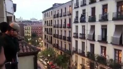İspanya'daki Müslümanlar koronavirüse karşı ezan okuyor