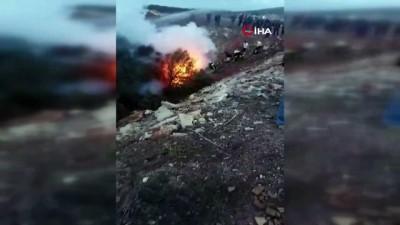 Alev alev yanan otomobil sürücüsü feci şekilde öldü