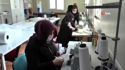 Kadınlar maske üretimine başladı