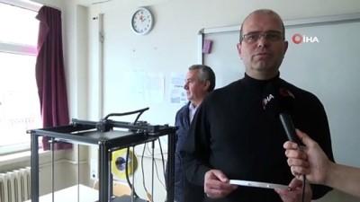 uc boyutlu yazici -  3D teknolojisi ile sağlık çalışanlarına siperli başlık üretiyorlar