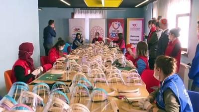 genclik merkezi - Gençlik merkezlerinde 'korumalı maske' üretimi