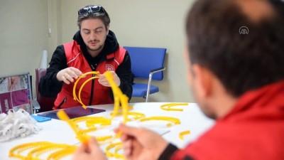 genclik merkezi - Gençlik Merkezi sağlık çalışanları için koruyucu maske üretimine başladı - KÜTAHYA
