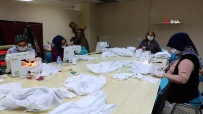 Gönüllü eğitmenlerden maske seferberliği...Hedef 25 bin maske