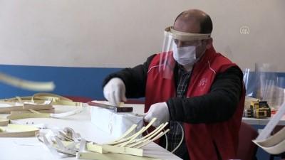 genclik merkezi - Gençlik Merkezi, sağlık çalışanları için siperlikli maske üretimine başladı - AFYONKARAHİSAR