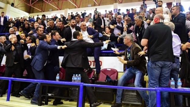futbol maci -  Aziz Yıldırım'ın 'tokat' davasında karar ertelendi