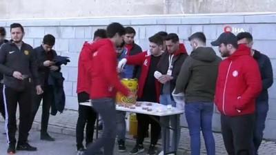 hain saldiri -  Üniversite taraftar grupları şehit askerler için mevlid okutup, lokma dağıttılar
