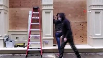 supermarket -  - New York'ta mağaza vitrinleri yağmalamaya karşı tahta plakalarla kapatıldı