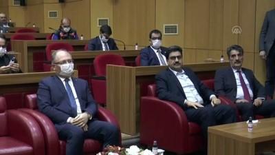 cep telefonu - Vali Ayhan'dan 'koronavirüsten ilk ölüm' iddialarına açıklama - SİVAS