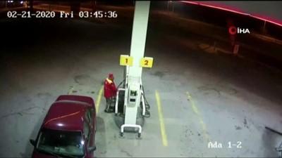 Çaldıkları otomobille yakıt alan acemi hırsızlar yakayı ele verdi