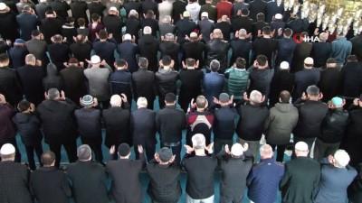 hain saldiri -  İdlib Şehitleri için sabah namazının ardından dua edildi