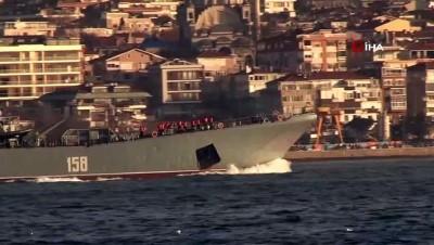 """Rus savaş gemisi """"Caesar Kunikov"""" İstanbul Boğazı'ndan geçti"""